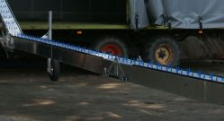 Semi-automatic hinge